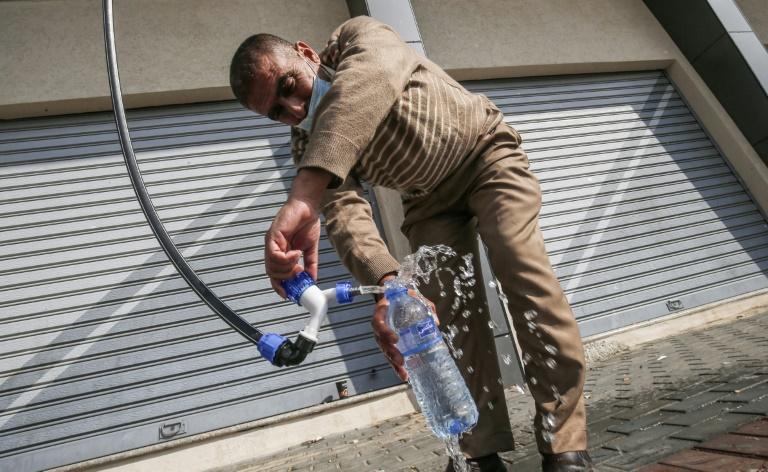 新技術「從空氣提取飲用水」正式啟用 「日產6000升」電力都省下