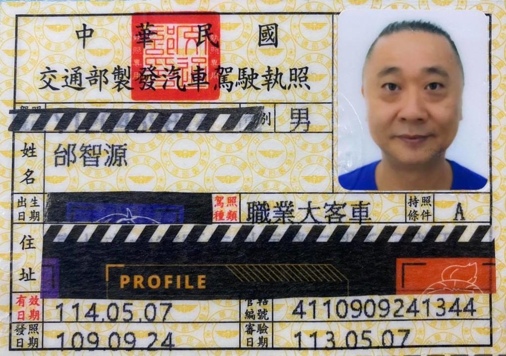 為當「1日公車司機」拚考試 55歲邰哥「花9個月」考到職業駕駛執照!