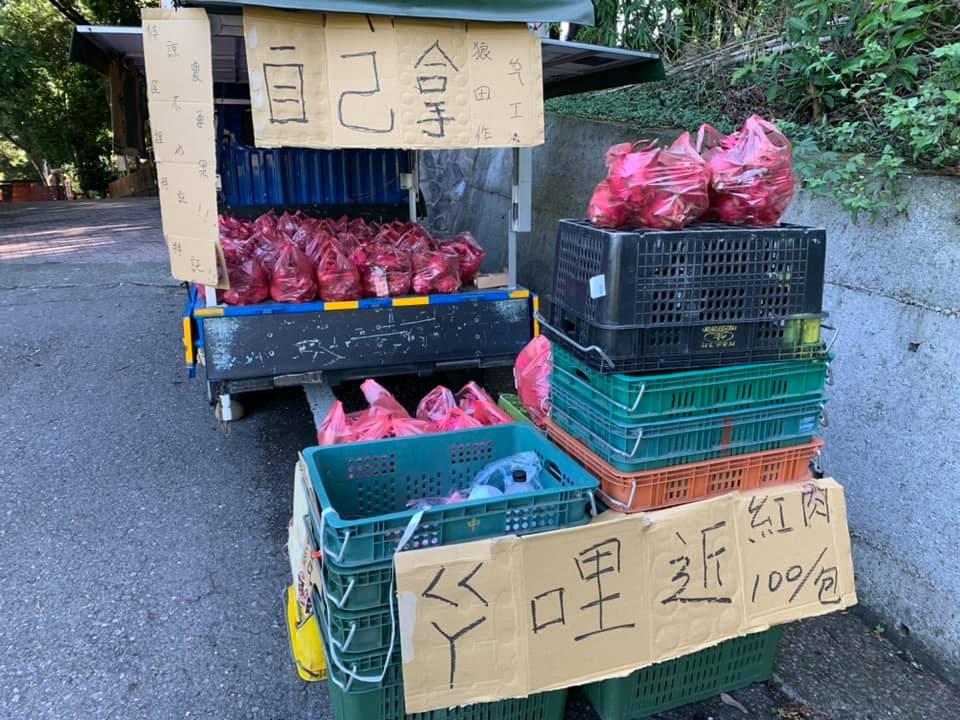 老闆沒空顧「1袋100元自己拿」 放10小時「回來後怔住」:果然是台灣人