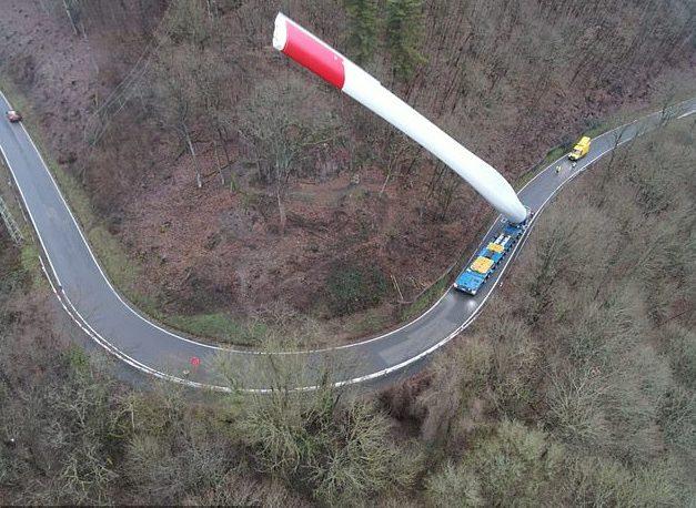 他拍下風力發電機「扇葉運送」過程 67公尺長「神技術需求」不是P圖!