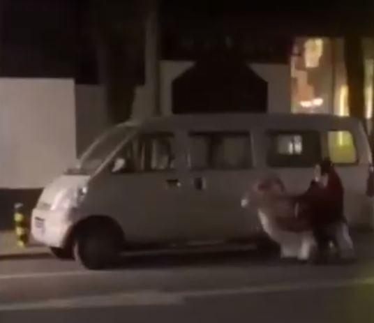 影/馬路驚見「阿嬤車車」開超爽 警傻眼...她:看心情每天騎不同隻