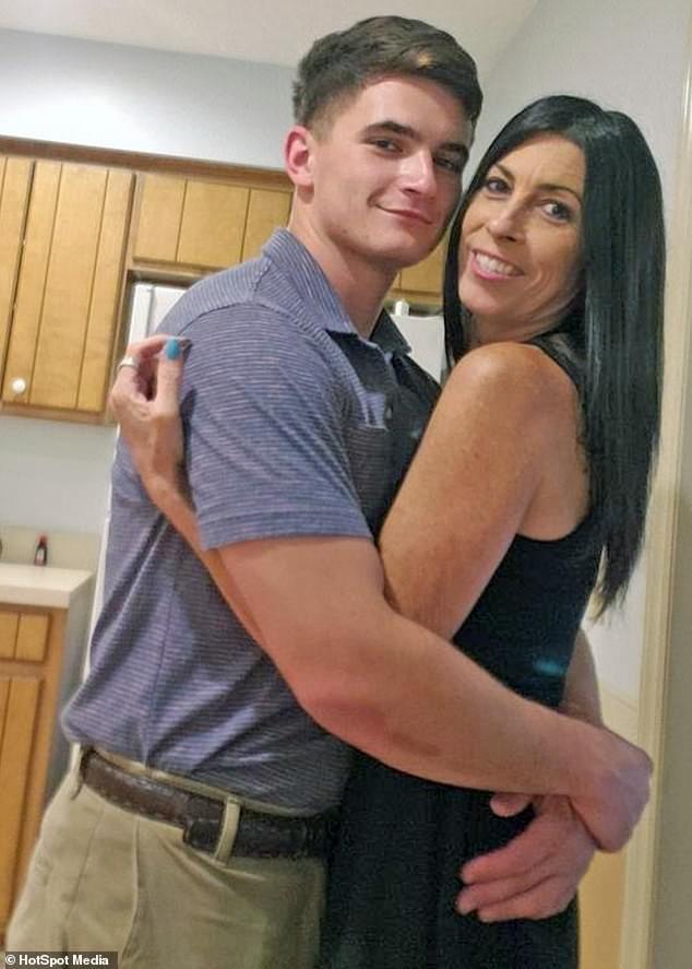 阿嬤把自己年齡「變19歲妹子」 成功搭上「22歲天菜」結婚:騙家人40歲
