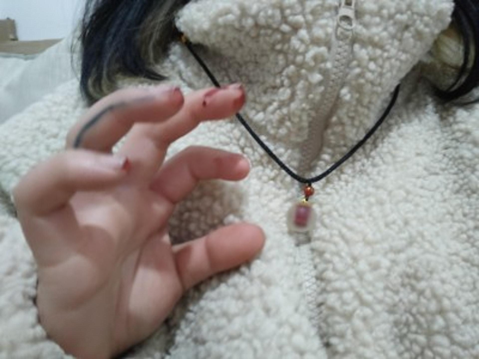 淘寶熱賣「血吊墜」 少女瘋搶「割手指放血」:給男友擋災