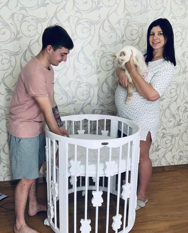 35歲媽畸戀「育13年兒子」 趁老公睡覺「懷上寶寶」