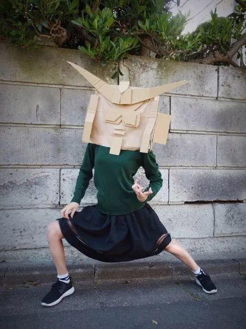 無包袱「鋼彈頭盔」模特姿勢超專業 「本尊照」流出是初戀系長腿正妹!