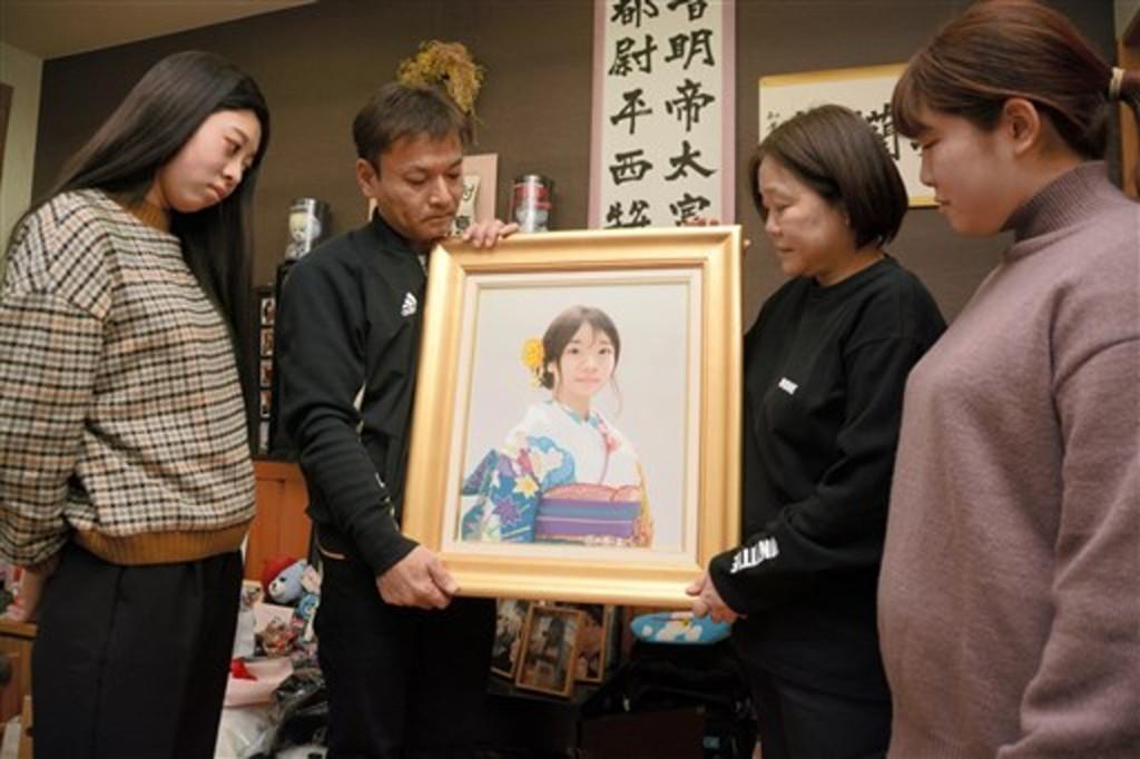 高中女生早退「眼中泛淚」沒人察覺 2年後成人禮只剩「她的畫像」