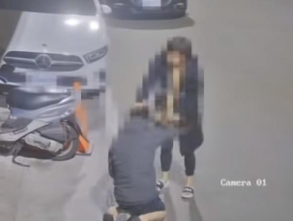 彰化女街頭「狂甩50下巴掌」怒踹下面 「男友突下跪」街坊嚇壞