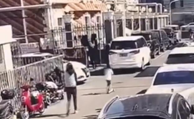 6歲女童街上玩滑板車 變換「奪命站姿」5秒後遭車輾斃
