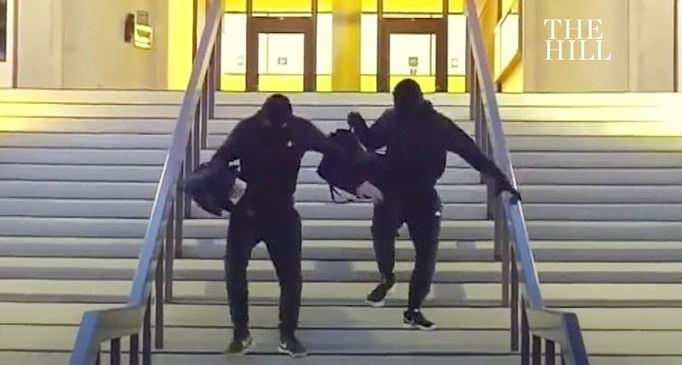 20歲YouTuber「拍假搶劫影片」想衝流量 被劫者「反掏出真槍」