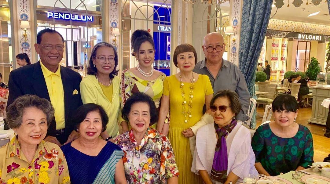 74歲凍齡環球小姐「像被時間停止」 「同齡朋友聚會照」網嚇壞:喝防腐劑?