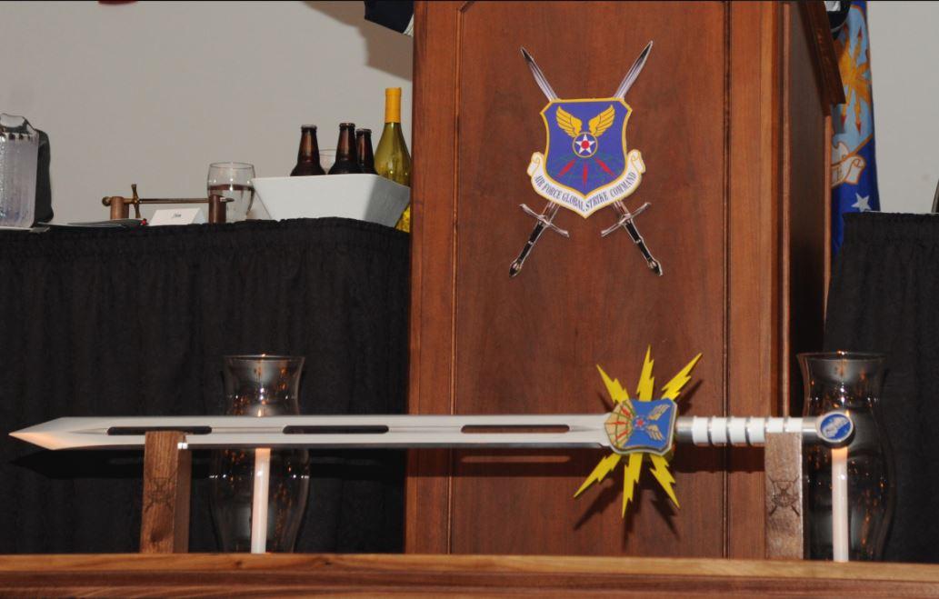 美國空軍都阿宅?愛頒「超中二寶劍」給老兵 「翅膀大劍」電玩感爆表