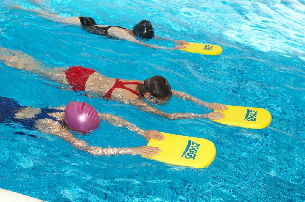 迫國中女「塞棉條」上游泳課 男老師:不服就證明「棉條有礙身體」