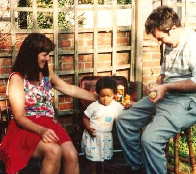 白人夫婦生黑人寶寶 老公深信是「基因奇蹟」...28年後殘忍真相曝光