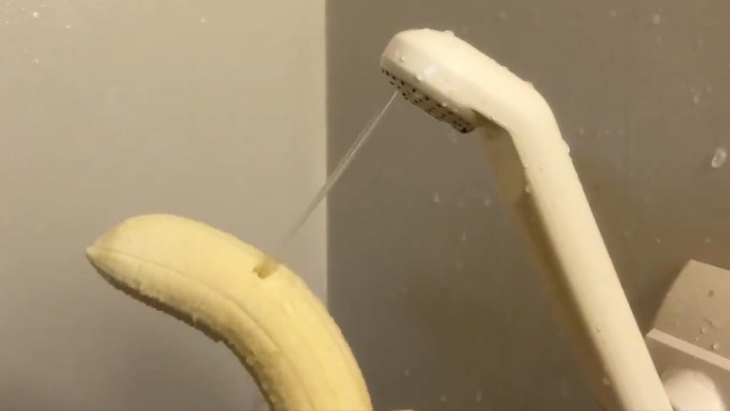 請好友幫修「壞掉蓮蓬頭」 一開「香蕉秒斷」嚇傻...他自信回:幫你省水