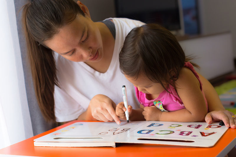 家長別再讓「學齡前孩童」學寫字!小孩「手部X光照」曝可怕原因
