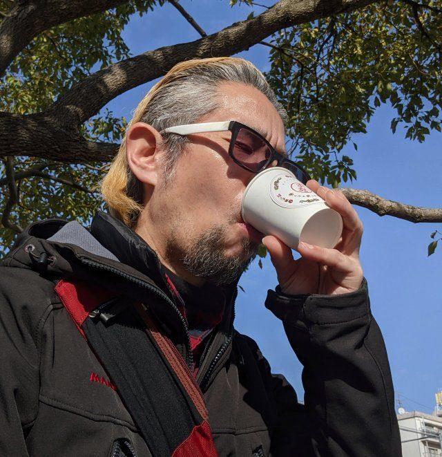 湯才是拉麵本體!拉麵店開賣「一杯拉麵湯」外帶 他實測「冬天喝」直接上癮