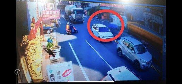 73歲阿嬤騎車「衝出路口」 遭砂石車「捲入車底亡」駕駛送辦