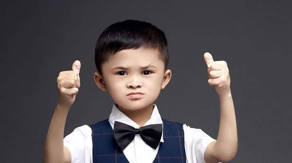 神似馬雲...小男孩「沒人氣被丟回農村」 「不會2+2」一見記者:給我錢