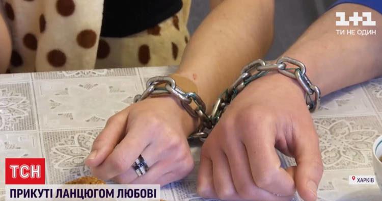 年輕夫婦用「焊死鐵鍊」銬一起 請國家「幫忙見證真愛」