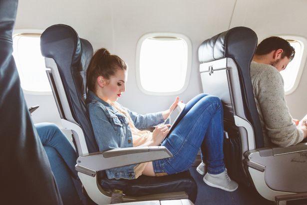 搭長途飛機好痛苦?旅遊達人曝小撇步:選「廁所旁」最爛座位