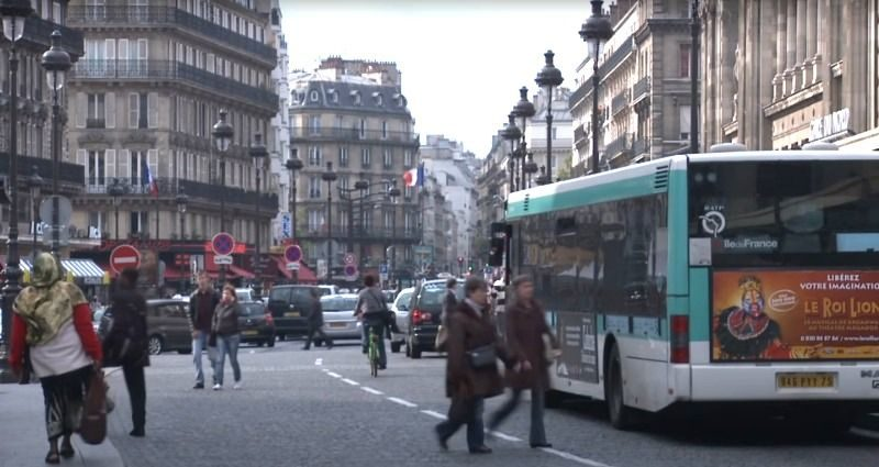 「仇亞情緒」延燒歐洲 日本人走巴黎街頭「被迎面潑酸」!外交部發聲了