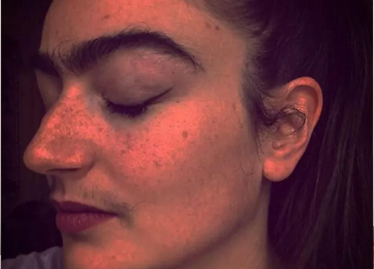 女家教「拒絕剃鬍子、眉毛」 鼓勵大家照做:幫我擋爛桃花