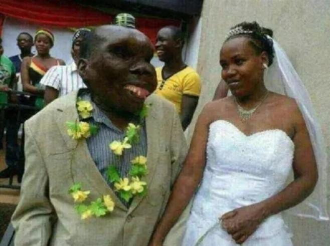 單身還抱怨顏值?「世界最醜男子」3次結婚 幸福「娶3嫩妻」生下8小孩