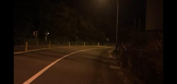 萬壽路半夜現超毛機車!女友轉頭看「爆哭整路」 網嚇壞:這條超陰