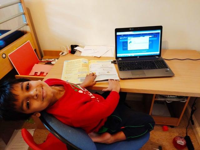 我還在玩沙!6歲男孩封城半年拿「5項AI認證」 獲金氏紀錄:最年輕工程師