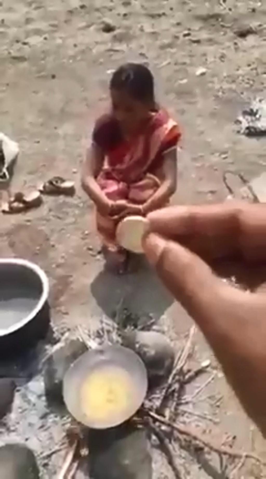 影/妻子才剛被綁架 夫迫她「進油鍋取硬幣」:測試貞潔在不在