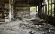 台南廢墟直播驚見「白骨屍」 遺體讓上萬網友鼻酸:一路好走