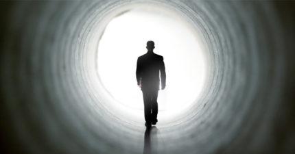死後瞬間「一片空白像睡覺」 逛鬼門關網友曝「瀕死感覺」:不痛、不恐懼