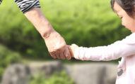 台南阿嬤帶7歲孫「車上燒炭」 兒狂敲車窗「救救他們」雙手冒血