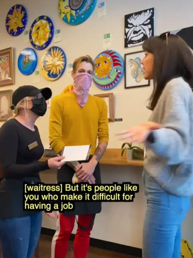 影/「剛塗了口紅」客人拒戴口罩 員工「當場辭職」:你害我們很難找工作