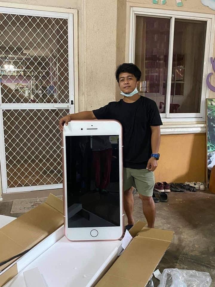 少年發現「超便宜iPhone」馬上下訂!一開箱「跟他人一樣高」