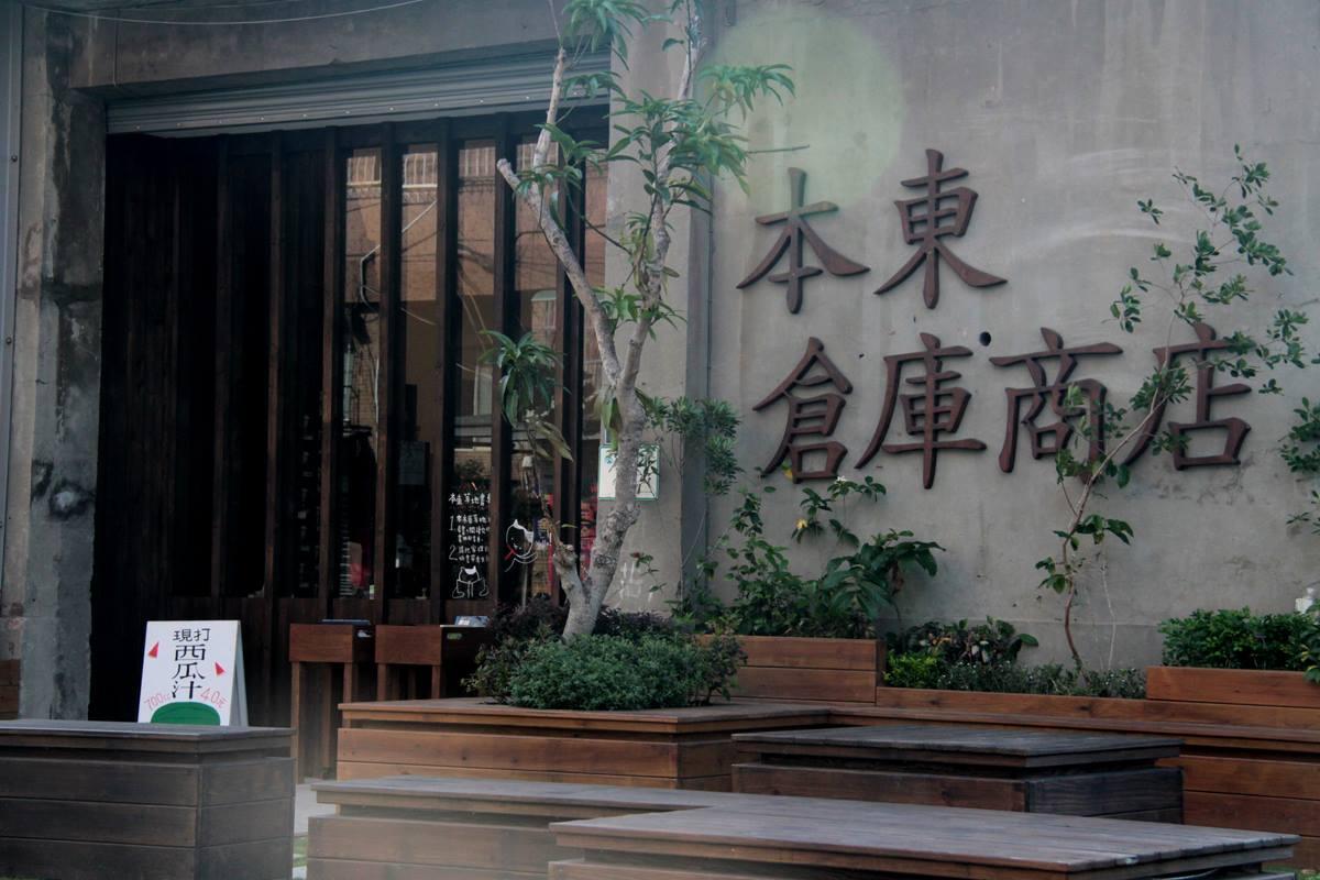 高雄駁二凌晨大火!傳爆裂聲「只剩骨架」驚悚慘況曝...不排除縱火