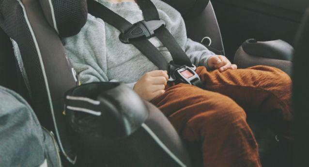 3歲童遭「遺忘校車上4小時」 母一回來見「嘴唇發黑」痛哭:沒呼吸了