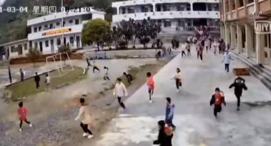 上課聽到詭異聲...老師嚇壞對全班說「快跑」 50秒驚險救下全校