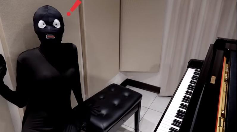 最紅鋼琴Youtuber首次露臉!「露齒微笑」粉絲驚:鼻子歪的