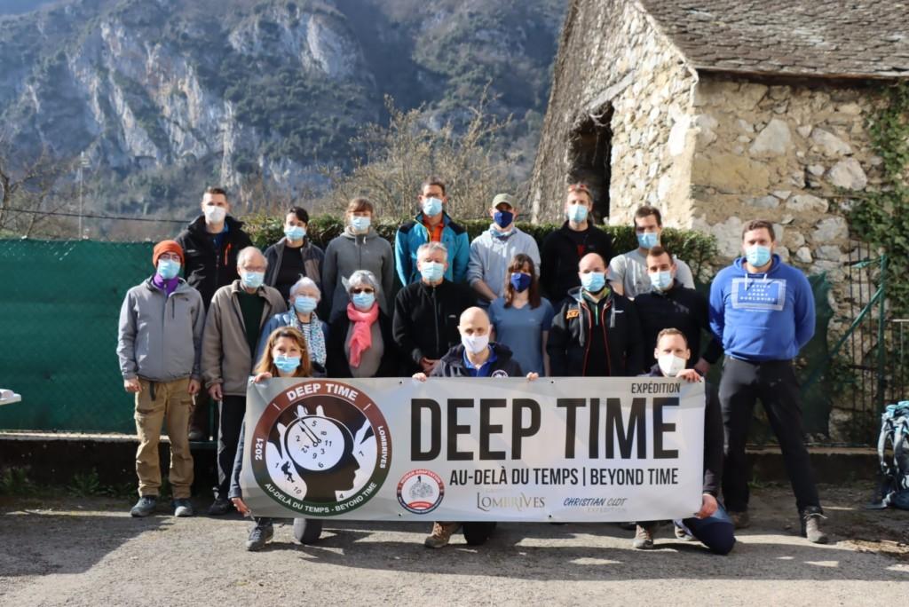 沒手機、手錶...7女8男「洞穴住40天」恐怖實驗 媒體憂:恐出人命