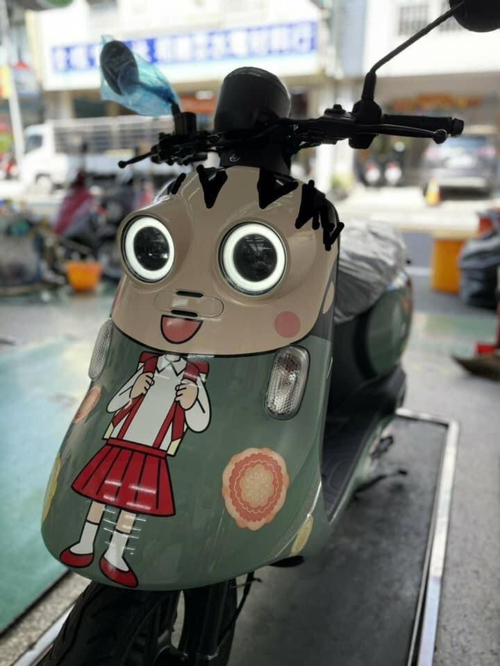 機車上印「櫻桃小丸子」超可愛 轉到正面嚇壞網友:伊藤潤二特仕版?