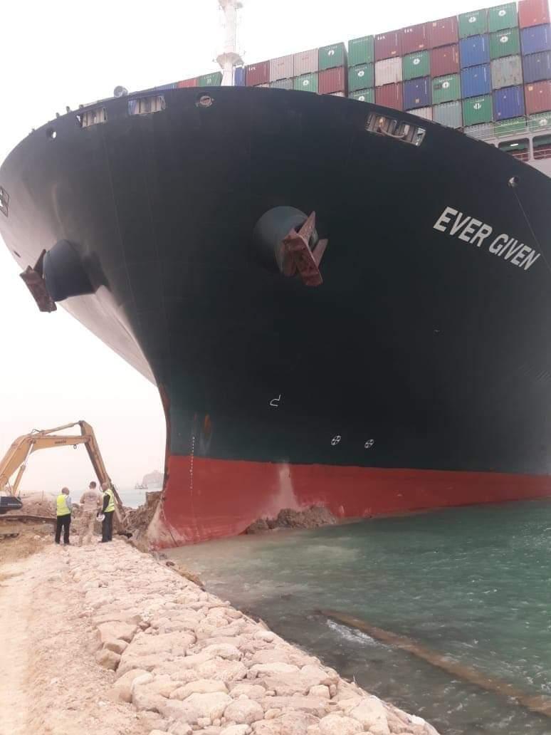 後面大排長龍!長榮貨輪擋河道 內行嘆:「船長」以後甭跑了