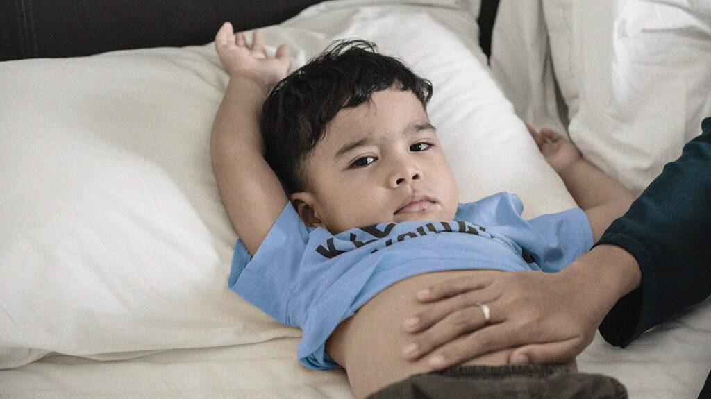 3歲童突說「媽媽掰掰」後昏迷 醫師檢查嚇壞:破掉了