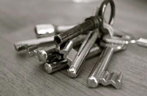 實習生拍「鑰匙照」PO網炫耀!監獄被迫連夜急換「600個門鎖」