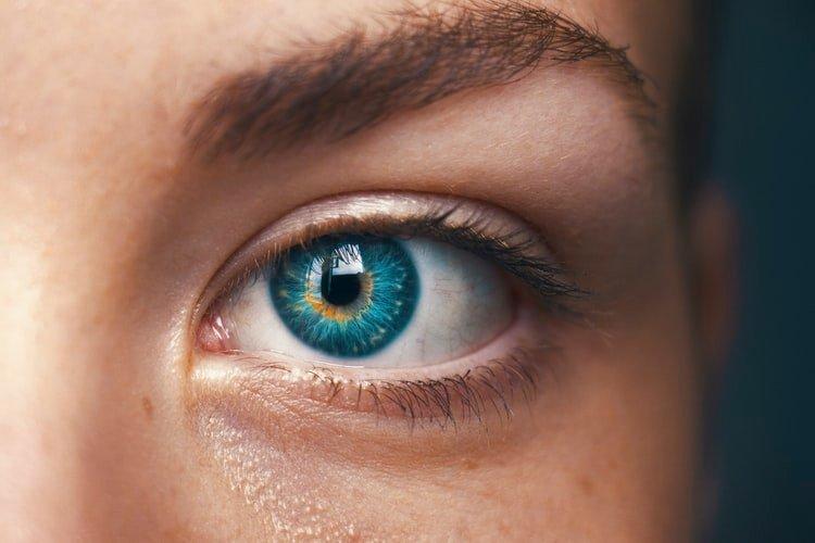 她莫名其妙「眼睛流血淚」卻不痛 醫生檢查驚:是經血