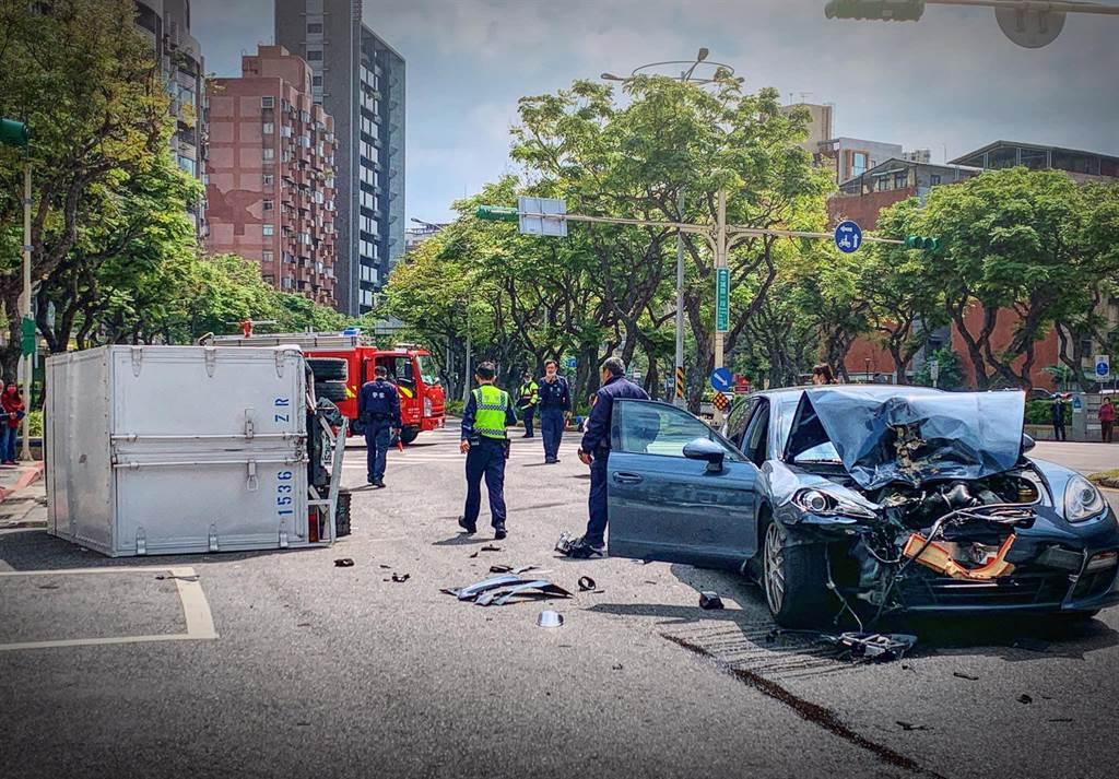 才剛領照!19歲兒秒撞500萬保時捷 爸爸趕現場苦笑:車撞壞了哈哈哈