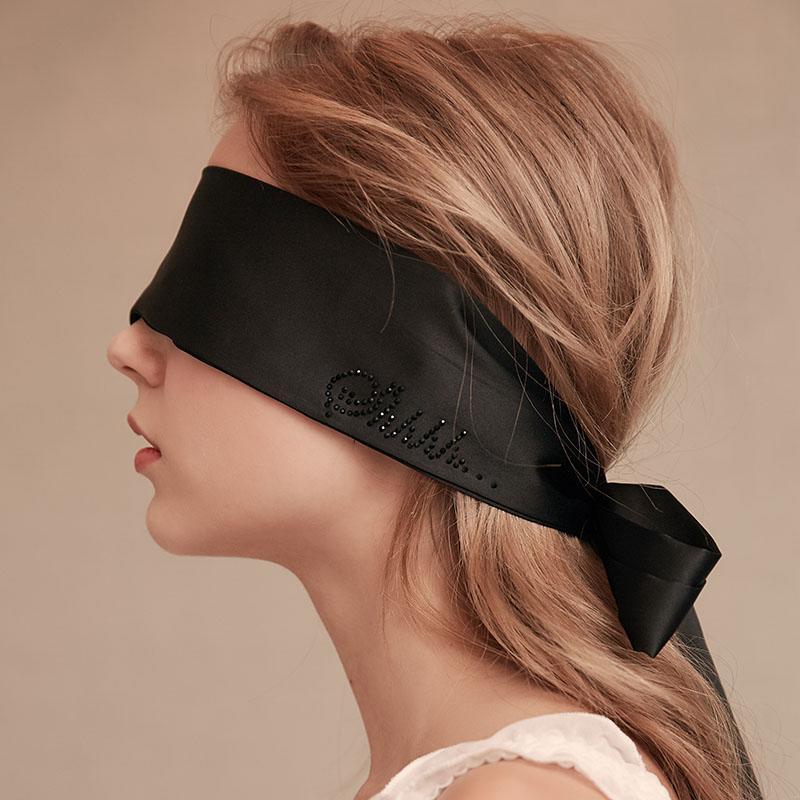 女大生「約戰帥男模」被要求蒙眼 半途脫眼罩崩潰喊:噁心肥宅