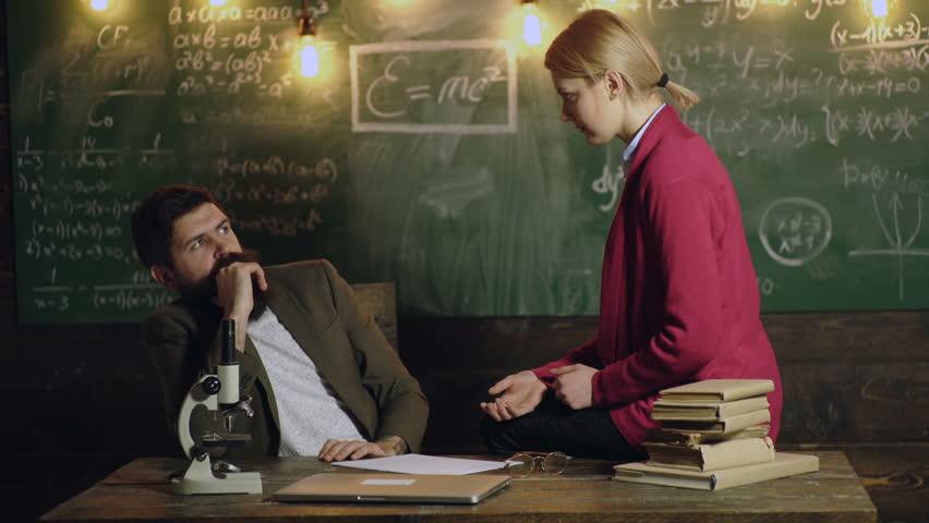 女大生被教授告白!她怕「影響成績」向網求救:該答應嗎