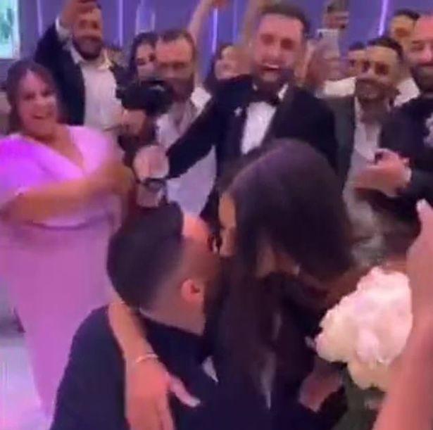 在好友婚禮上「當眾向女友求婚」 網罵「等一輩子變陪襯」新郎高EQ回應了