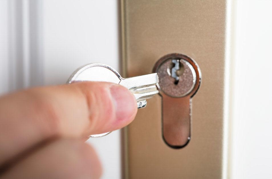 鑰匙孔被塡三秒膠